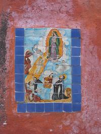 A tile retablo on the wall of a home in San Miguel de Allende